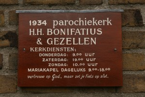 Bonifatiuskerk bord fiets op slot